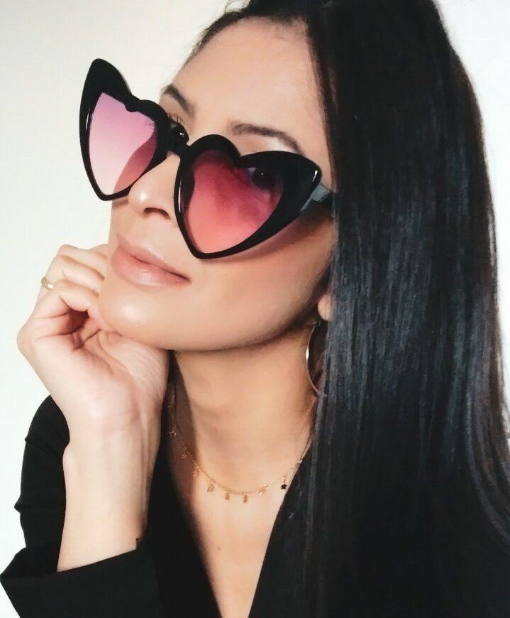 f9f9183e6e607 O óculos mais cobiçado da estação é o modelo em formato de coração. Com pegada  retrô