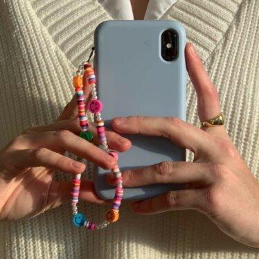 Phone Strap: a cordinha para celular é o acessório do momento. Veja onde comprar!